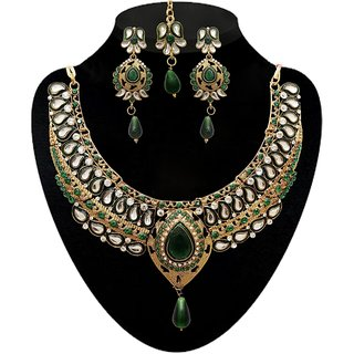 Kriaa by JewelMaze Zinc Alloy Gold Plated Green Austrian Stone  Kundan Necklace Set With Maang tikka-AAA0549