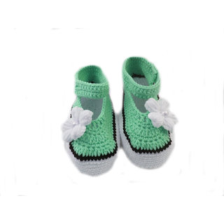 Baby Booties Handmade Crochet Baby Shoes    poregreen white black