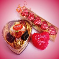Valentines Day Gift Chocolates Combo + 1 Heart