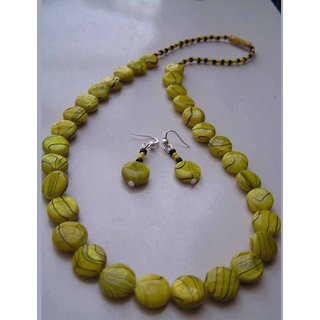 An Everyday Wear Necklace In Yellow Mother Of Pearl Beads With Black Streaks