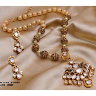 Imitation jewellery - necklace set