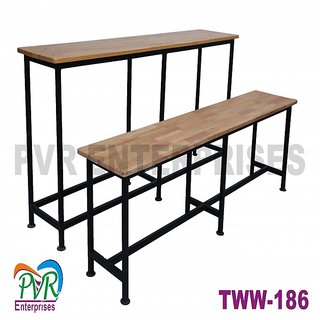 Separate bench desk for higher class