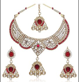Kriaa by JewelMaze Maroon Kundan Austrian Stone Pearl Gold Plated Necklace Set With Maang Tikka-AAA0017