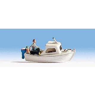 HO Scale Fishing Boat w/Figures - Assembled