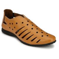 Groofer Men's Beige Slip On Sandals