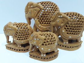 Fine jaali elephant with babe elephant in it