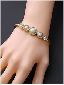 Artificial Pearl Rhinestone Noble and Elegant Bracelets in Golden