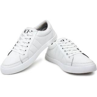 boys white gym shoes
