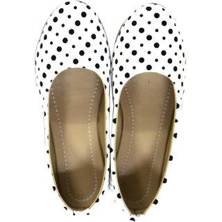 Decot Paradise Women White Ethnic Footwear