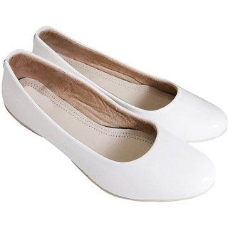 Buy Vaniya shoes Women's White Bellies