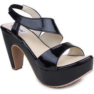 Digni Women's Black Sandals