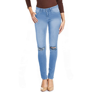 what do you wear with light blue jeans