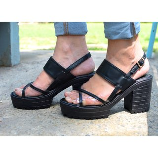 Trendy Look Black Heeled Sandals