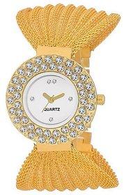 Varni Retail Bracelet Style Diamond Designer White Dial Girls Wrist Watch For Women