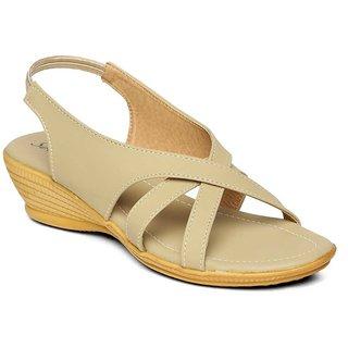 2891386190f45 Buy Paragon-Solea Plus Women s Beige Slippers Online   ₹379 from ...