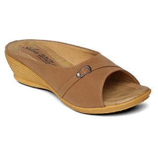 6f4517e4765a7 Buy Paragon-Solea Plus Women s Tan Slippers Online   ₹399 from ...