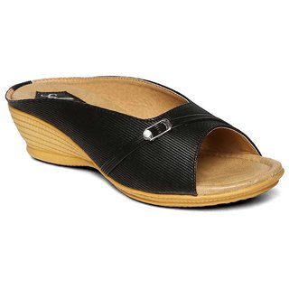 59e1da53418 Buy Paragon-Solea Plus Women s Black Slippers Online   ₹399 from ShopClues