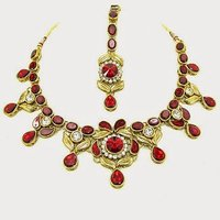 Kundan Necklace Set With Mangtikka & Earrings - 61444