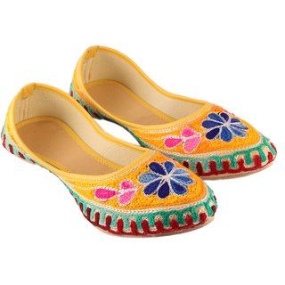 Vinayak Collection Women's Multicolor Mojaries