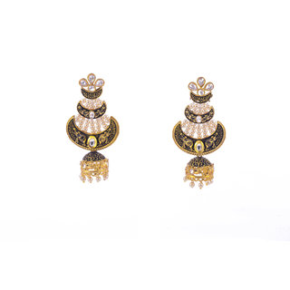 Gahane Polki set big earings bound together by pear shaped polkis and pearl strings