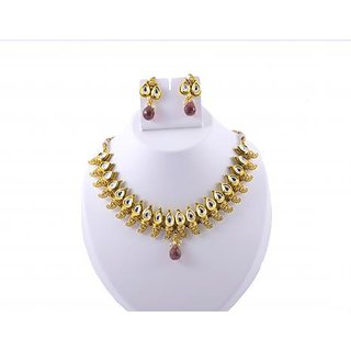 Gahane Bollywood style Kundan and Polki studded Short Necklace with Earings.