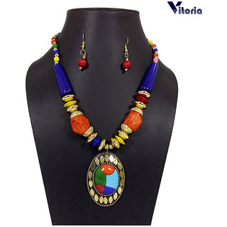 Vitoria Women's Fashionable Necklace Set