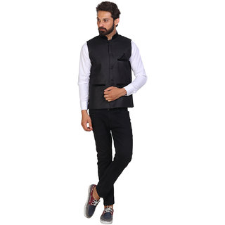 Akaas Men's Black Solid Jackets