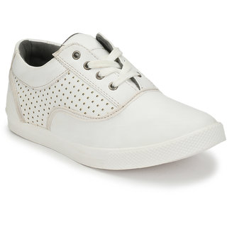 526f0d5b26bc Buy Baton Men s White Lace-up Sneakers Online   ₹999 from ShopClues