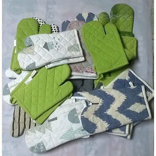 Gloves + Pot Holder 1 Pieces Glove and 1 Pieces  Pot Holder  ( Assorted Color and Design )