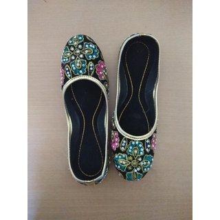 women ethnic footwear