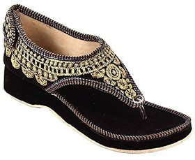 PM TRADERS Women's Black Sandals