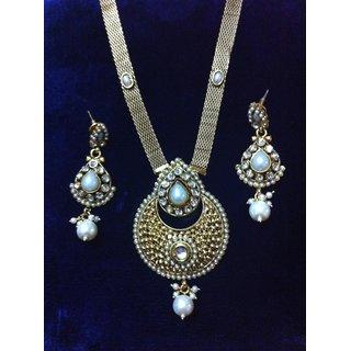 35640879742de Beautiful kundan necklace and earrings set