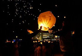 Crazy Sutra 4-Piece Make A Wish High Flying Sky Lantern Balloon with Fuel Wax Candle, Multicolour