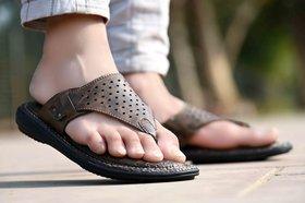 Knoos Men's Brown Slippers