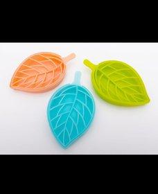 SUDANI Leaf Shaped Plastic Designer Soap Tray (Set of 3)