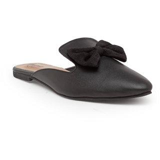 Flat front close shoe