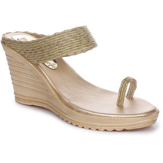 Picktoes Golden Wedges