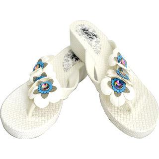 b5546dbd7 Buy Czar Flip Flops Slipper for Women White Flower Online - Get 67% Off