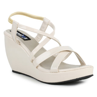 Sapatos  Women's Beige Wedges