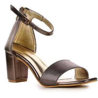 86cad262916 Buy Aadvit Women s Silver Block Heels Online - Get 33% Off