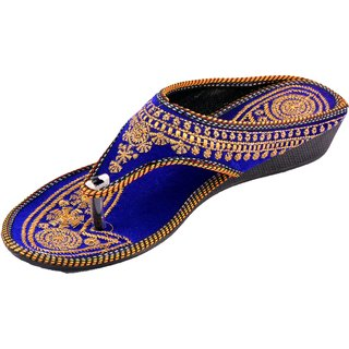 Gigantic Womens Blue Chappal