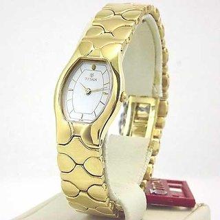 Titan Analog Silver Dial Womens Watch 968YM02