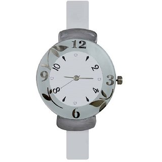 R P S fashion new looked white and white girl watch 6 month warranty