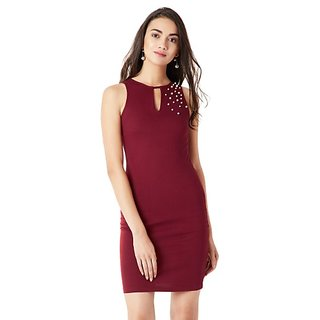 2fd7454625 Buy Miss Chase Women s Maroon Round Neck Sleeveless Mini Pearl Bodycon  Dress Online - Get 71% Off