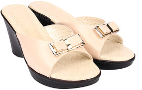 Do Bhai Women's Cream Slippers