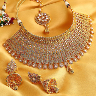 Sukkhi Exclusive Gold Plated Jalebi chokerNecklace Set For Women