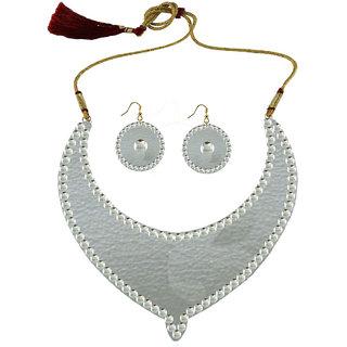 White Kundun Stud Metal Necklace set