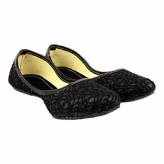 Be You Women Black Pointed-toe Bellies / Juttis