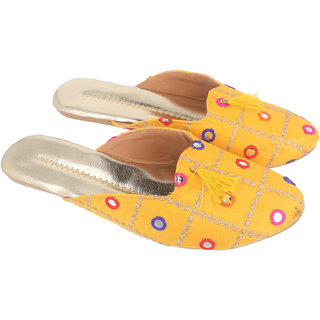 Be You Women Yellow Mirror Work Traditional Flats / Ethnic Footwear