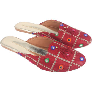 Be You Women Maroon Mirror Work Traditional Flats / Ethnic Footwear